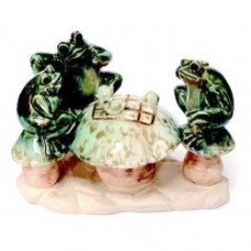 Porcelain Three Frogs Playing Chess  (20X13X13cm) (NO DC)